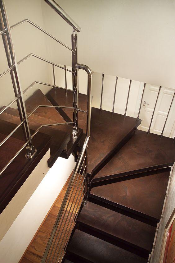 Escalier - Suspendu demi-tournant, marches en bois, structure en ...