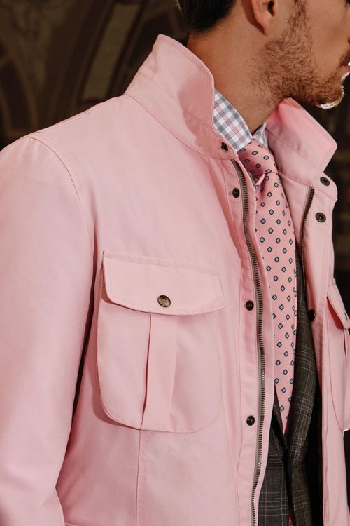 Não! Um exagero de cor de rosa. Parece a Penélope Charmosa.
