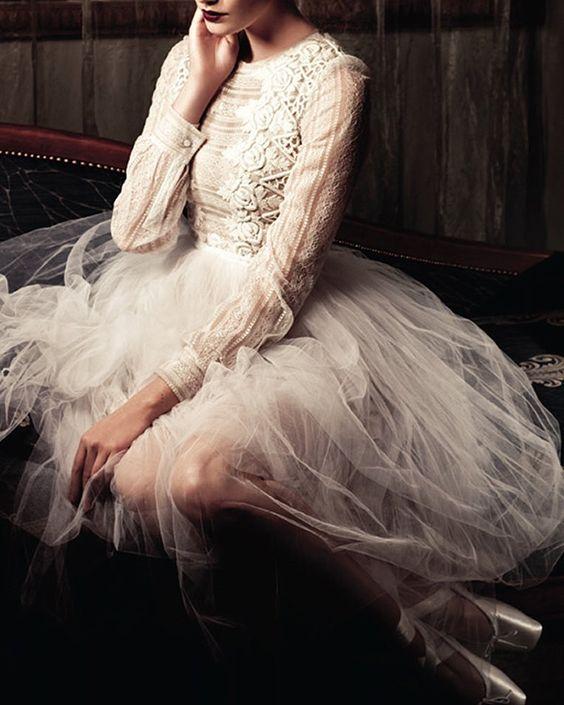 La sensualidad de las novias-bailarinas  Sy Delorme  http://www.unabodaoriginal.es/blog #unabodaoriginal #novia #novias #vestidosnovia