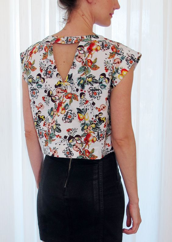 Cropped top - detalhe das costas. Confira mais em http://www.enjoei.com.br/melancia