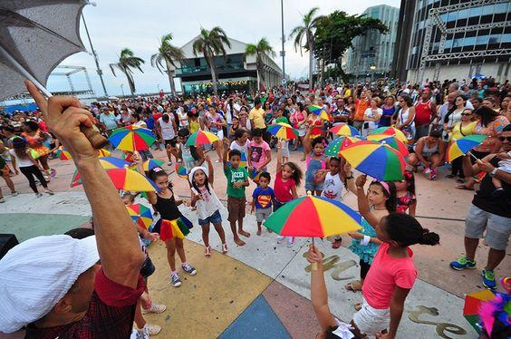 """Orquestra Arruando, bloco sustentável """"Fluxico Desejável"""" e Troça Carnavalesca do Cais do Sertão prometem muita diversão."""