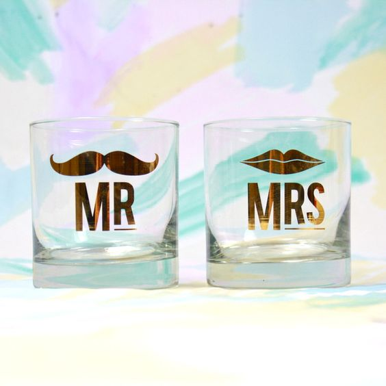 Mr & Mrs glasses set