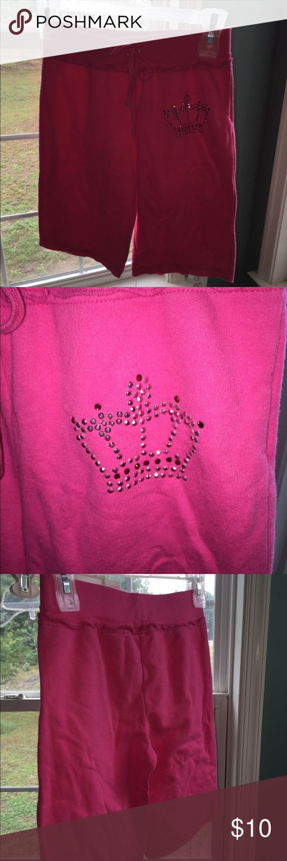 Arizona Pink Girls Shorts size 10 Comfy girls pink shorts in size 10 (Arizona brand) with a decorative sparkly crown on one side. Like new condition worn only a couple times is that Arizona Jean Company Bottoms Shorts