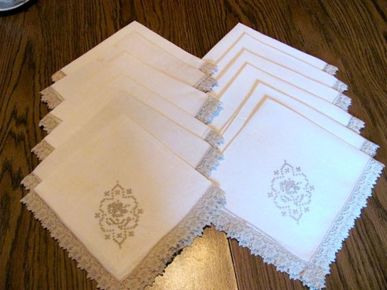 12 Cloth Napkins / Off White with Ecru Lace by VintageLoversShop