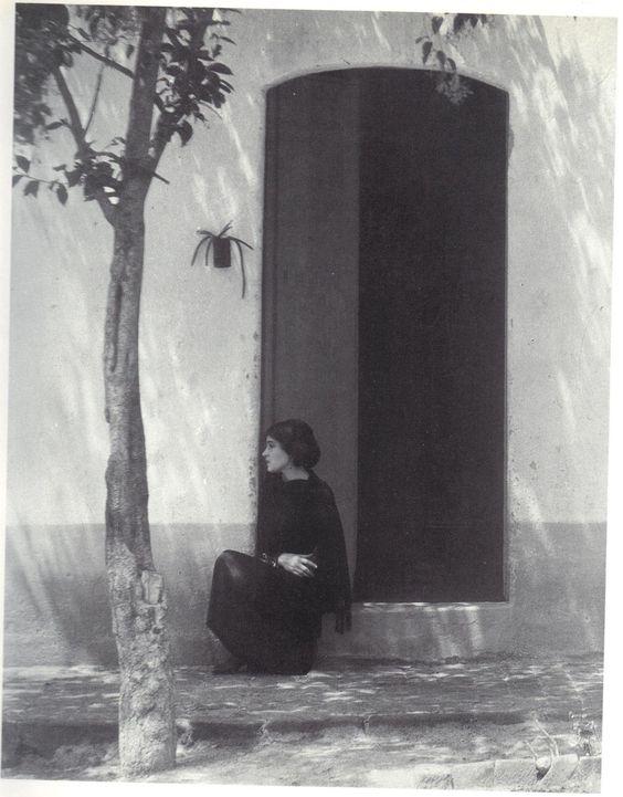 realityayslum:    Tina Modotti by Edward Weston, Mexico, 1923.  … from Tina Modotti: A fragile Life, by Midred Constantine, Rizzoli International Publications, 1983.