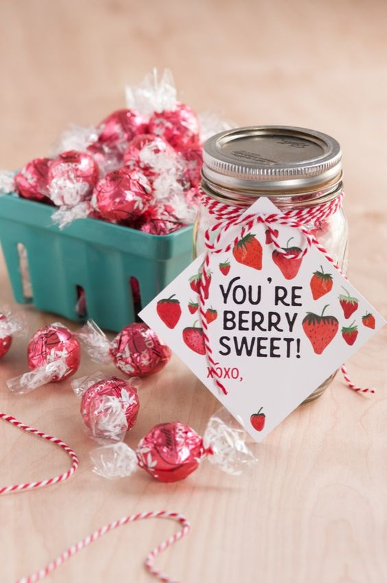 Fill a mason jar with candy for an easy Valentine's day gift with this fun free printable!