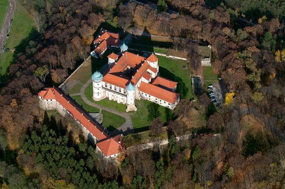 Zamek w Wiśniczu Nowym - Widok z lotu ptaka od południowego-zachodu, fot. ZeroJeden, X 2013