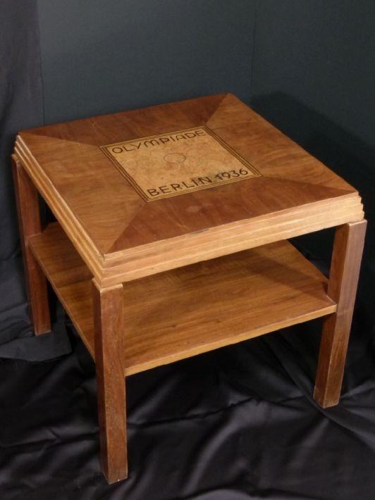 En Vente Olympiade 1936 Table Basse Marqueterie De Bois Tarif 4 250 00 Mobilier Par Anonym Table Basse Art Table Basse Mobilier Marqueterie Bois