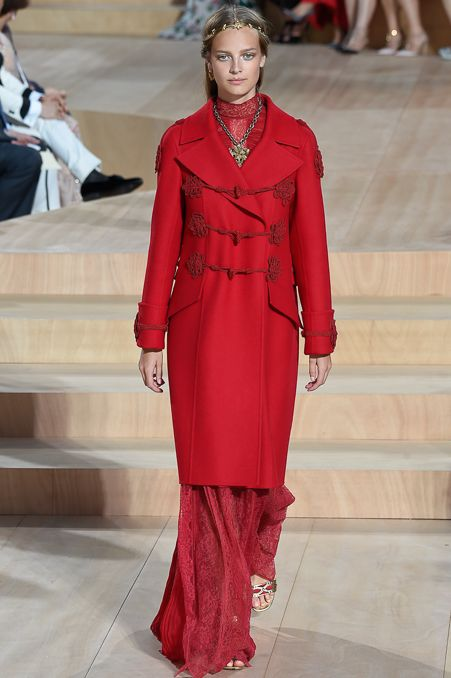 Valentino - Fall 2015 Couture - Look 33 of 60?url=http://www.style.com/slideshows/fashion-shows/fall-2015-couture/valentino/collection/33