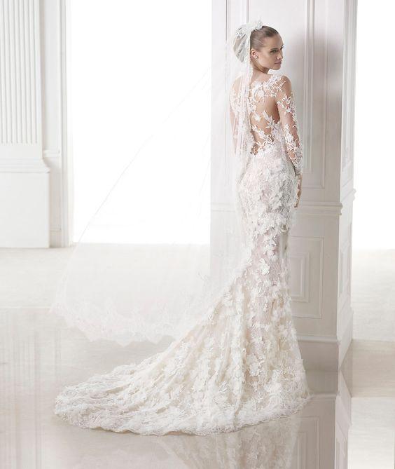 A Pronovias apresenta-lhe o seu véu V-2813 para noivas. | Pronovias