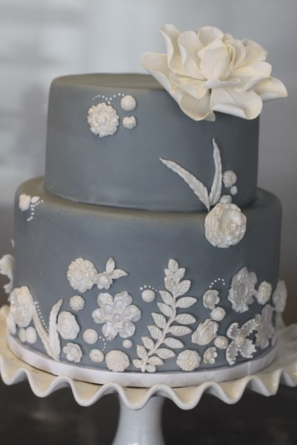grey and white wedding cake @Kristi Vegt  oooooo this is my favorite so far! I AM SO IN LOVE WITH GRAY RIGHT NOW
