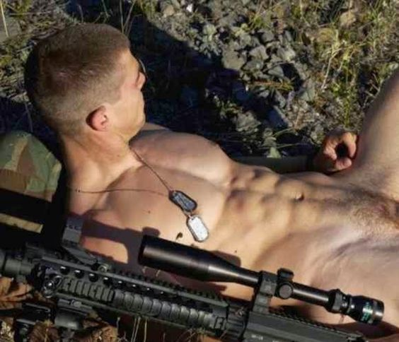 голые парни в армии фото