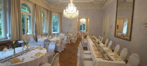 Villa Kalles - Top 40 Weihnachtsfeier Location Köln #köln #event #location #top #40 #feier #weihnachtsfeier #weihnachten #christmas #business #privat #party #firmen #event #christmas #soon #prepare #organise #special #unique
