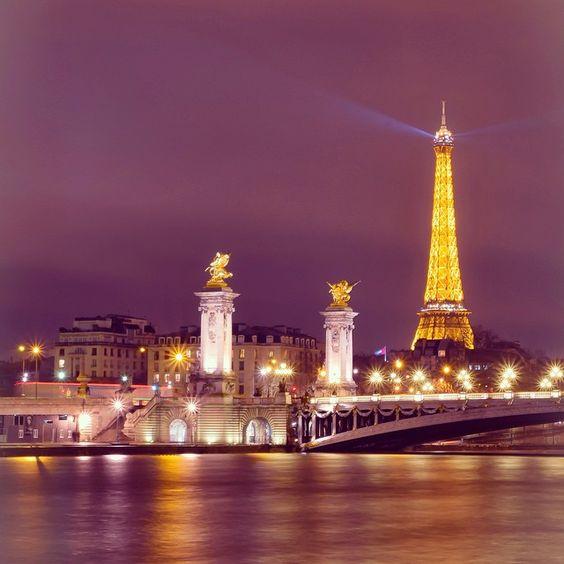 #eiffeltower #toureiffel #topparisphoto #topfrancephoto #igers #instacool #instagood #instamood #igersfrance #igersparis #Paris #quaideseine #DecouvrezParis #France_Vacations #france #flyingview #gf_france ##loves_paris #loves_france #monumental_world #WorldTravelPics #commcam #ClubSocial_2015 #vintique #villelumiere #VisitLaFrance #bestvacation #natgeovisual