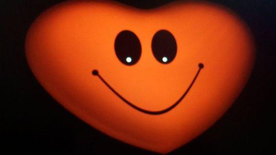Ζεστή καρδιά,  καθαρό μυαλό,  ψυχή αγνή  και γλυκό χαμόγελο  είναι αυτά  που σε κάνουν   Αληθινό άνθρωπο!!!