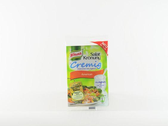 Jeder isst gerne Salat zu Würsteln und Fleisch. Deshalb hat Knorr zu Beginn der Grillsaison den Clou für alle, die mit dem Grillen schon ausreichend beschäftigt sind: Die neuen Salat-Krönung Dressings, die schön cremig mit Joghurt angemacht werden können. Knorr Salatkrönung American verhilft allen Fans des klassischen Steaks zur perfekten Salatbeilage. #knorr #salatkroenung #dressing #joghurt #american #kjero #testbericht #produktbewertung