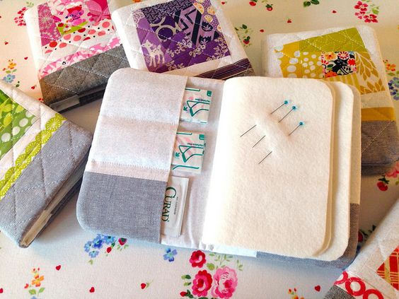 Sewing-time Needlbook with instructions   Happy Zombie