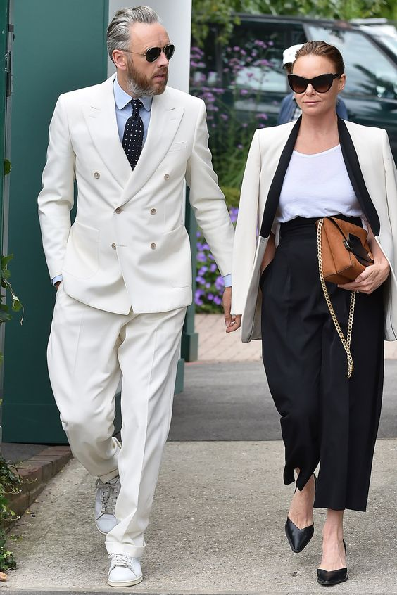 hombre y mujer bien vestidos