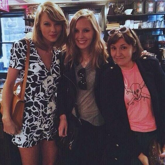Taylor with Lena and a fan! via @simplySFans