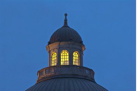 #Sonnenuntergang in #München, hier: die #Staatskanzlei    @Dorothe Piluso Willeke-Jungfermann  www.fotodialoge.com