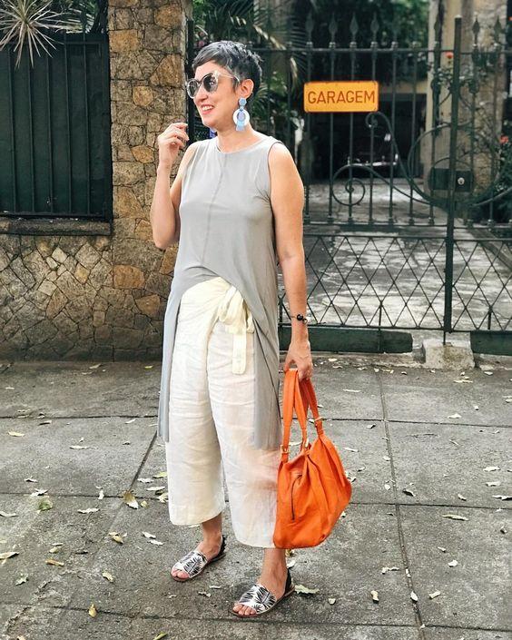 Comprei e nunca usei 🤘🏻volta às postagens com essa túnica que está parada no meu armário desde abril, acho, quando fui a Curitiba. 😓 Não…