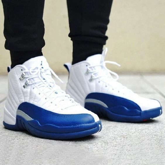 jordan 12 azul con blanco