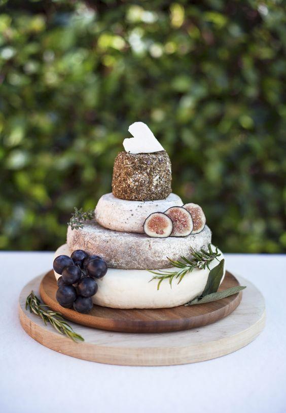 Pièce montée de fromages - traiteur - chef à domicile - original - sur-mesure - coloré - mariage - Ile de France