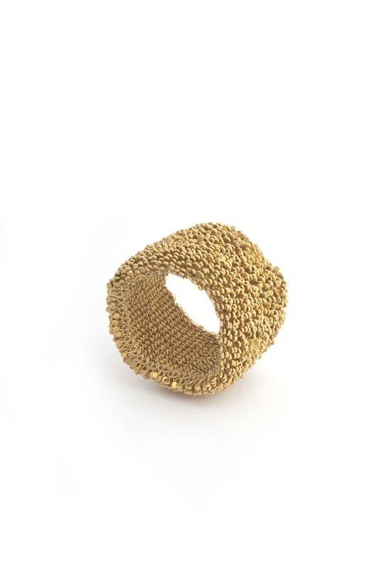 Cathy Chotard - France, 2002 - ring -   Or 18 carats, fil de nylon et granulation martelée.