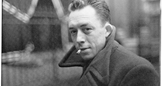 """Mitos. O autor de """"O estrangeiro"""", """"A peste"""" e """"A queda"""", em foto de Cartier-Bresson de 1944"""