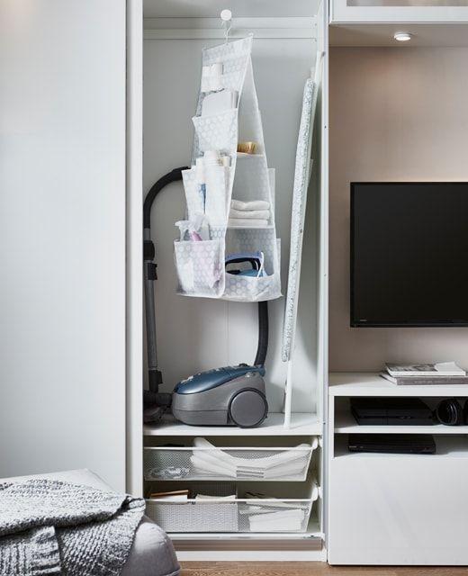 Armadio Per Scope Ikea.Mobile Per Riporre Il Necessario Per Le Pulizie Come Aspirapolvere Ferro E Asse Da Stiro Ikea Soggiorno Ikea Idee Ikea Ripostiglio Organizzato