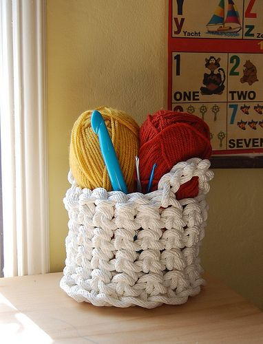 crocheted rope basket tutorial (this is flippin' brilliant)
