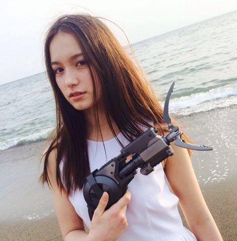 銃を持つトラウデン直美