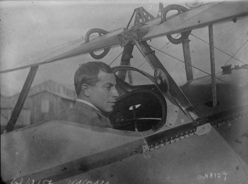 1916 - Polledri (Amedeo, aux commandes d'un avion de chasse) : photographie de presse / Agence Rol