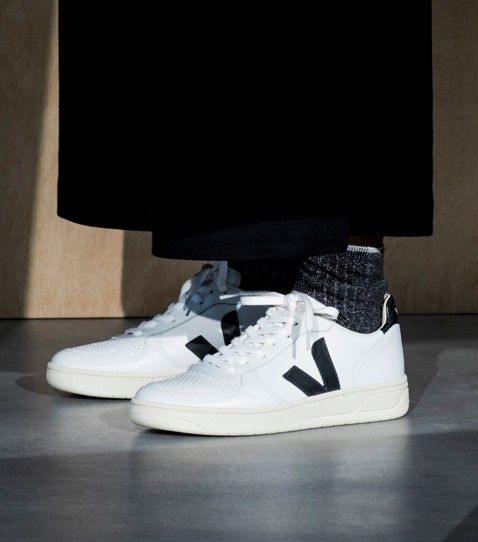 V 10 LEATHER EXTRA WHITE BLACK FR VEJA STORE | Chaussure