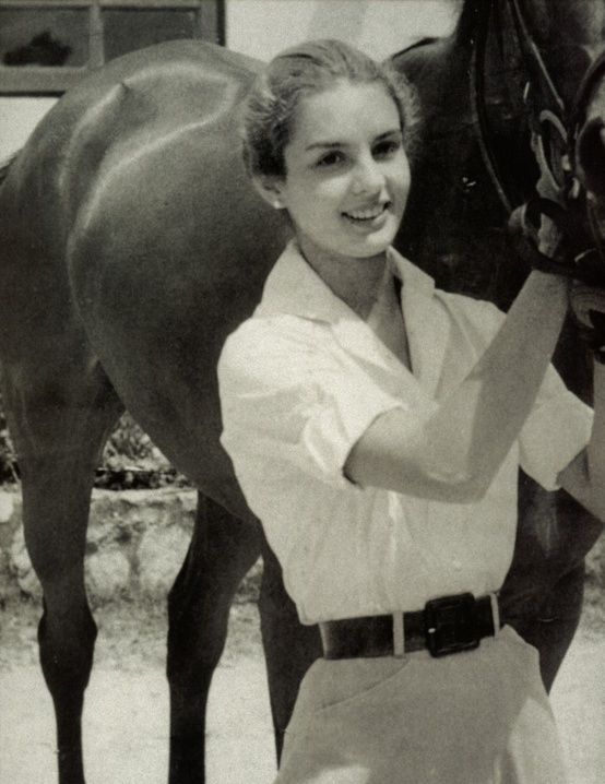 María Carolina Josefina Pacanins y Niño... now known as Carolina Herrera. She looks sensational her flared riding breeches and smart, tailored shirt.