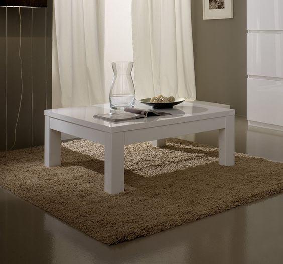 La table basse design Cristal s'intégrera parfaitement dans votre salon en apportant une touche raffinée et lumineuse grâce à son coloris laqué ultra tendance.