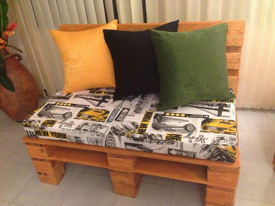 Mueble de sala hecho con estibas o palets cojines for Muebles artesanales