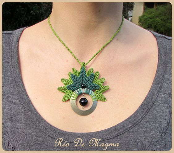 Big pendant woven in macrame with german silver by RioDeMagma