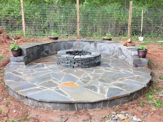 Love this good idea would not mind making my own stone veneer fire pit patio!!