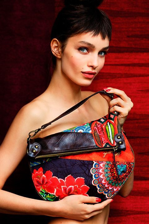 Desigual Lookbook Accessoires. Mode online kaufen im offiziellen Shop Desigual