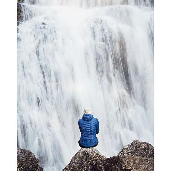 On se sent tout petit devant une telle majesté - Cascades du Hérisson | Jura, France | Photo d'Elisa Detrez - Bestjobers | #Jura #JuraTourisme #CascadesDuHérisson