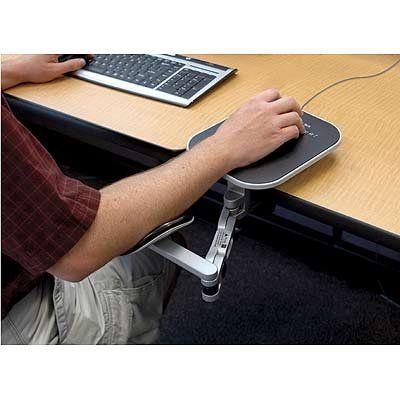 Foto del ajustable, ergonómico apoyabrazos Ergo Arm - Esto puede ser útil para alguien que cansa fácilmente cuando está trabajando en un escritorio. Presentado como un recurso no necesariamente una aprobación del producto.