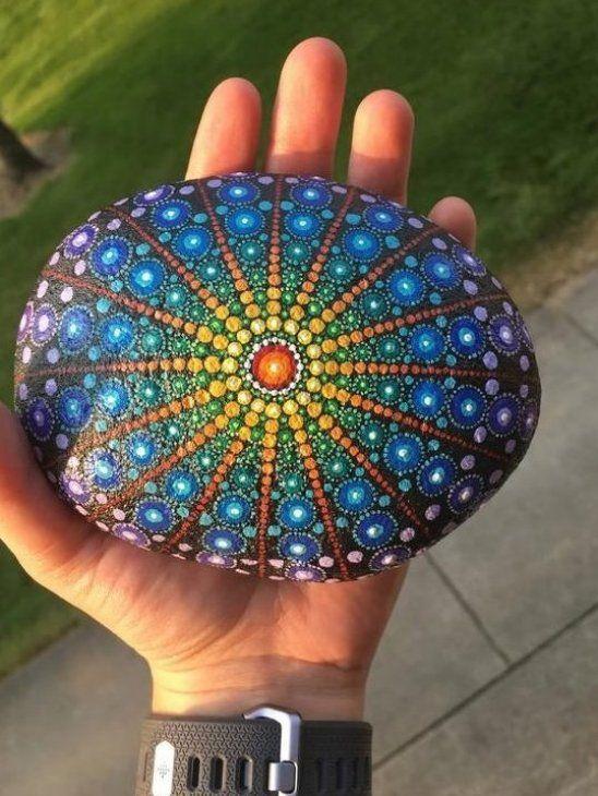 Die Avery Von Hand Bemalt 5 Zoll Lang Klar Beschichtet F R Haltbarkeit Diese Niedlichen Dal Mandala Rocks Mandala Painted Rocks Rock Painting Designs
