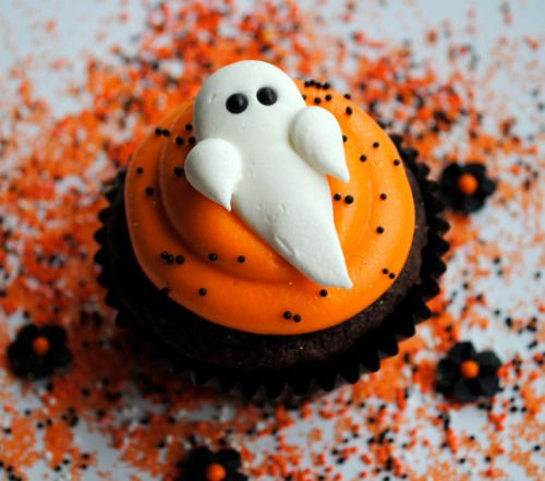 Halloween Cupcakes --Adorable Ghost --elegant-autumn:  my blog will make you smile♡