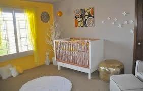 Dormitorios de bebé en gris y amarillo