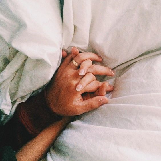 8 reasons why we love holding hands