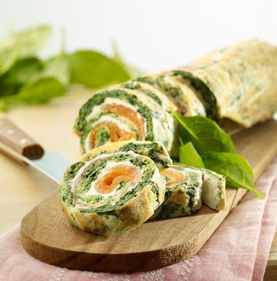 Spinat-Omelette-Rolle mit Lachs Rezept Low Carb