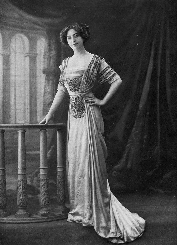 Robe de bal 1910 | Les Modes (Paris) January 1910 Robe de Bal de la Maison Agnes