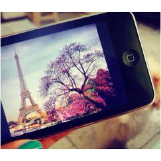 Cool picture of Paris on an iPod with cute nail polish
