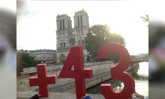 El número 43, presente en París (Fotos) - Aristegui Noticias